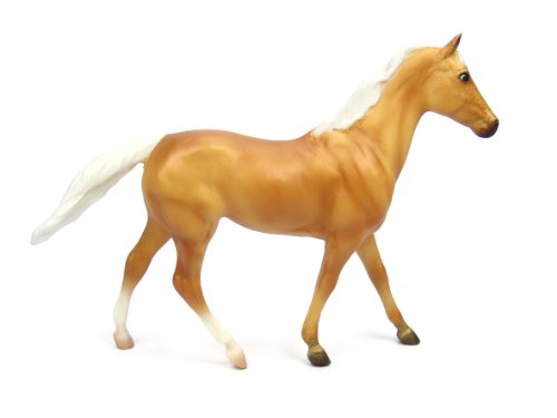 Breyer Palomino Thoroughbred/Quarter Horse Cross Toy Figure