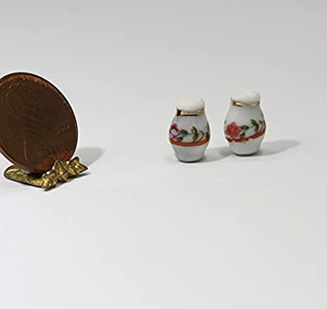 1:12 Scale Dollhouse Miniature Salt and Pepper Shakers