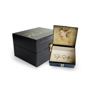 "Price comparison product image TAYLOR SWIFT ""FEARLESS"" BOX SET w/ T-Shirt, Picture Book, Leather Bracelet and CD {LIMITED EDITION}"