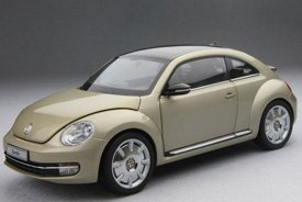 (2012 Volkswagen New Beetle Moon Rock Silver 1/18 by Kyosho)