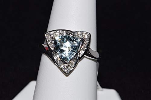 (14k White Gold Trillion cut Blue Aquamarine and Diamond Ring)