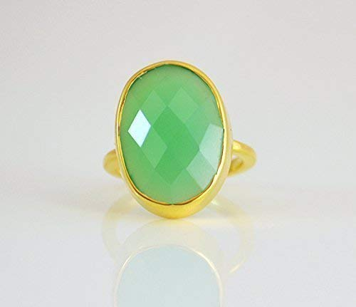 Chrysoprase Chalcedony ring, stackable ring, Vermeil Gold or silver, bezel set ring, oval ring, green gemstone ring, Birthstone ring, Birthday gift, peridot ring, statement ring