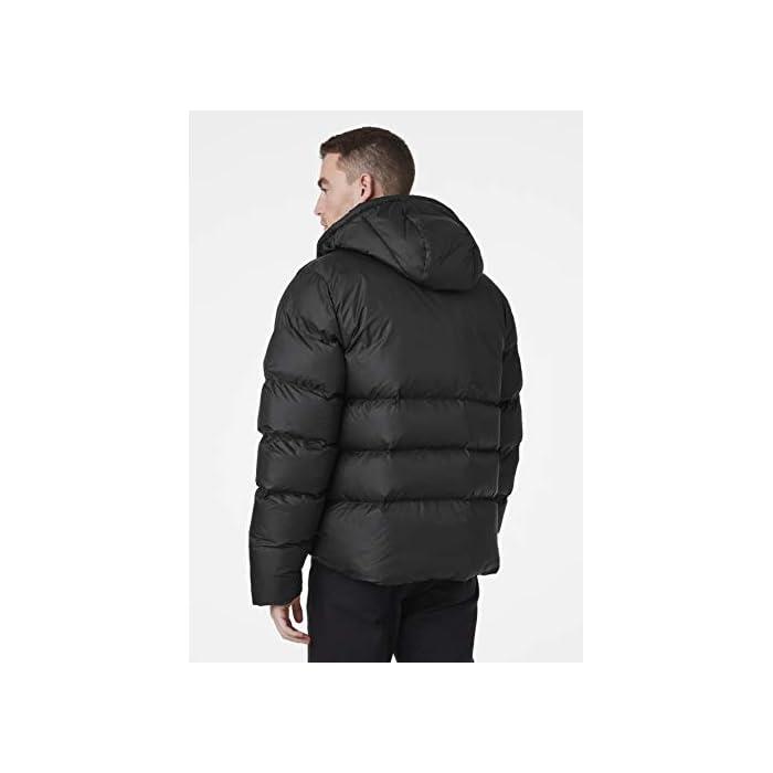 31dcH5W43OL Inspirada en la clásica chaqueta acolchada Helly. Una chaqueta acolchada suave y abrigada con un diseño de largo hasta la cadera y aislamiento sintético soplable Cierre: Cremallera Lavar a máquina