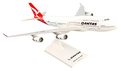 daron-skymarks-qantas-747-400-new-livery-airplane-model-1-250-scale