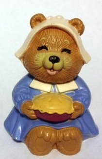 1989 Hallmark Thanksgiving Merry Miniatures Bear w/ Pie Figurine