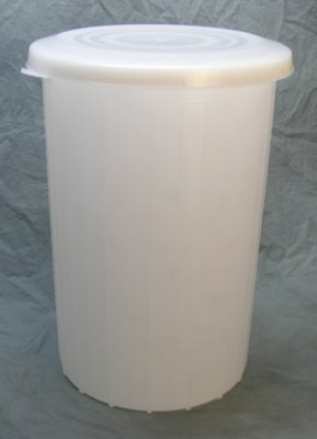 Amazon Com 10 Gallon Plastic Fermentor With Solid Lid