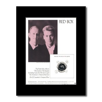 Amazonde Red Box The Circle And The Square Matted Mini Poster