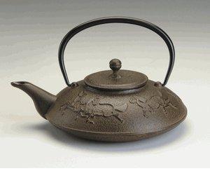 Joyce Chen 22-Ounce Japanese Tetsubin Cast-Iron Year of the Horse Teapot, Saddle Brown