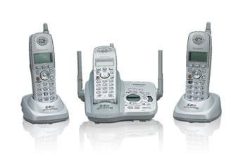 Panasonic KX-TG5633W 5.8 GHz FHSS GigaRange  Digital Cordless Answering System with Three Handsets