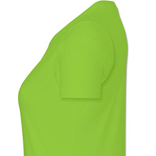 Urlaub - Ich brauche keine Therapie ich muss nur nach Malle - L - Hellgrün - L191 - tailliertes Premium T-Shirt mit Rundhalsausschnitt für Damen