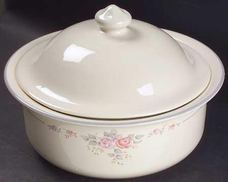 Pfaltzgraff Trousseau 2 quart covered round casserole dish