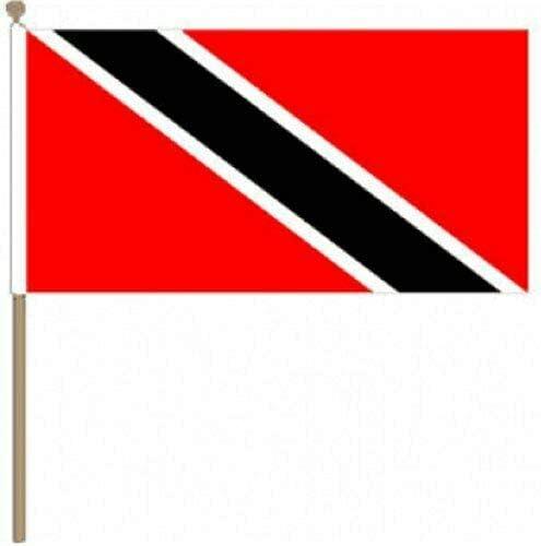 Flagmania® 12 Stück Trinidad und Tobago (30,5 x 45,7 cm) große Handwinkel-Flaggen + 59 mm Button Badge