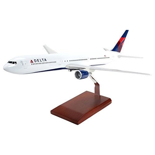 Mastercraft Collection Executive Collection Delta B767-400 Model Scale: 1/100 Airways Dc 10 Model