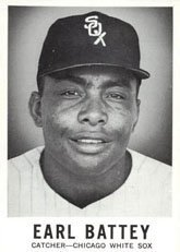 1960 Leaf Baseball (Baseball) Card# 66 earl battey of the Chicago White Sox Ex Condition