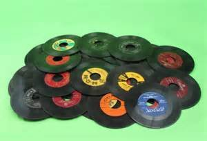 "(25) 7"" - 45s Vinyl Records for Crafts & Decoration"