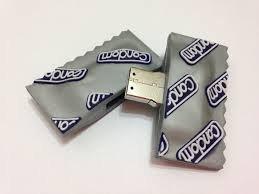 ZUBER - Memoria USB con transferencia rapida de datos - Memoria flash para una copia de seguridad de datos - Unidad USB con diseno de preservativos novedosos con funda de transporte - USB de 8 GB