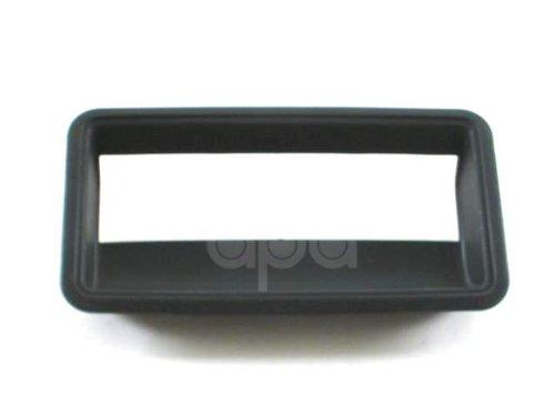 88-02 Tail Gate Door Handle Cover Bezel 15991786 ()