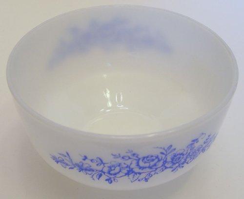 Federal Glass USA White Milk & Blue Roses Design 2 1/2 Qt Mixing Bowl Serving Bowl USA