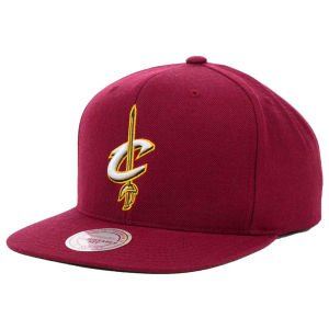 Mitchell & Ness Cleveland Cavaliers Basic Logo Snapback Hat in Maroon