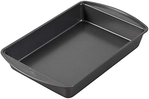 Wilton Perfect Results Nonstick Oblong Cake Pan, 13 by 9 by 2-Inch, Silver