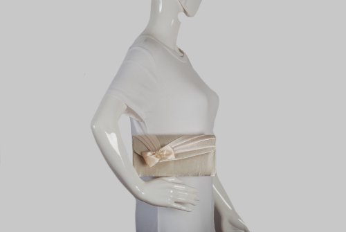 Clutch bolso de mano marfil satén con pliegues delanteros y lazo satén