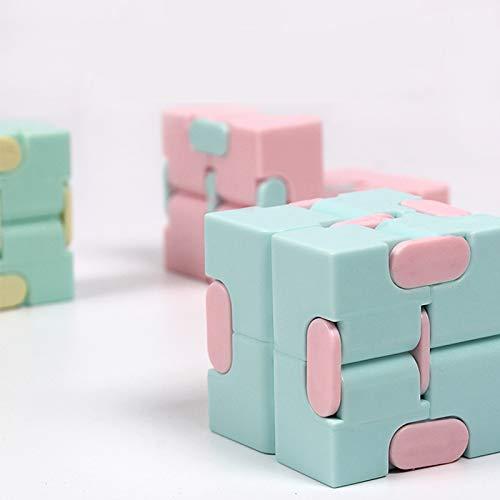 Children/'s puzzle game to break through the infinite cube