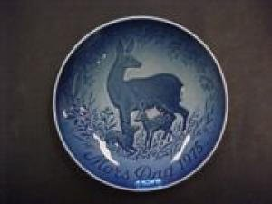 Bing & Grondahl Mothers Day Plate Doe and Fawns ()