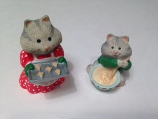 Hallmark Merry Miniatures Busy Bakers 1996