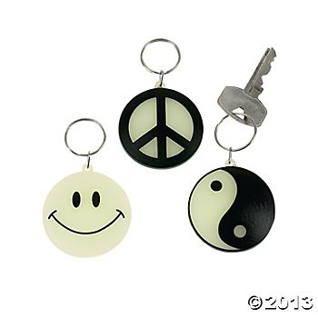 Glow-In-The-Dark Key Chains (12 Count)/Plastic/Peace Sign/Yin/Yang/Smiley Face/Grab Bag/Birthday Party (Yang Bag)