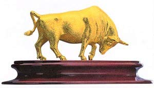 Schwantes Trading RISIS 24 Karat Gold Bull 5.5 Inch Figurine Feng Shui