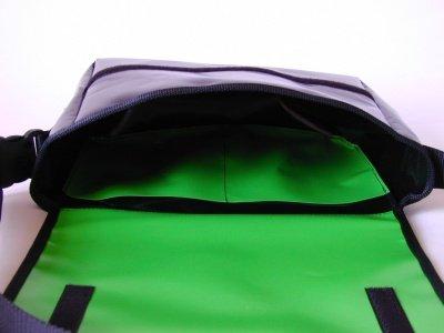 Schultertasche Wasseragame Hellgrün H 23, B 30, T 10