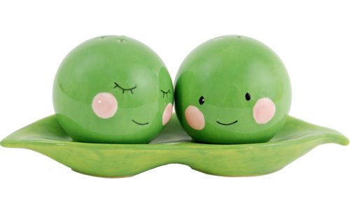 (Peas in a Pod Green Ceramic Magnetic Salt and Pepper Shakers 3 Piece Gifting Boxed Set)