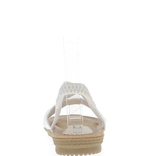 Sandales plates blanches avec semelle confort