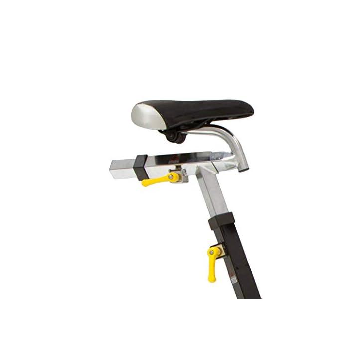 Volante inercia de 20kg para un pedaleo estable. Freno magnético con selector de 16 niveles y freno de emergencia Monitor LCD multifunción retroiluminado. Muestra RPM, tiempo, calorías, distancia, vatios y pulso.