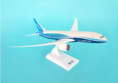 Daron Skymarks Boeing House 787-8 with Spinning Engines, 1/200-Scale