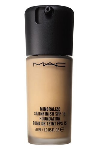 MAC Mineralize satinfinish spf 15 foundation NC20