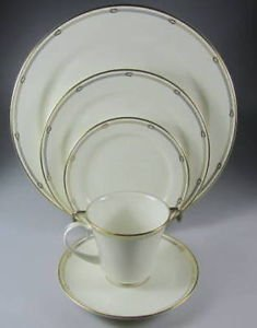 Pickard China Alexis Gold White 5 Piece Place Setting (Dinner, Salad Plate, Bread Plate, Tea Cup & Tea Saucer)