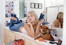 Amazon Com Jeans Mirrors Animals Feet Bathroom Dogs