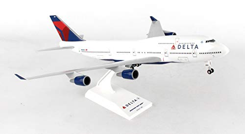 (Daron Skymarks Delta 747-400 Airplane Model Building Kit with Gear, 1/200-Scale)
