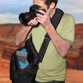 fc499c9ffd00 Amazon.com   Case Logic DSM-103 Large DSLR with iPad Messenger Bag ...