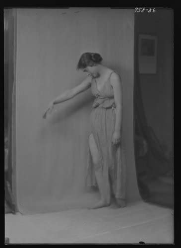 Historic Photographs, LLC Photo: Isadora Duncan Dancer,Women,Performers,Hair,Clothing,Fabric,e,Arnold Genthe,1915