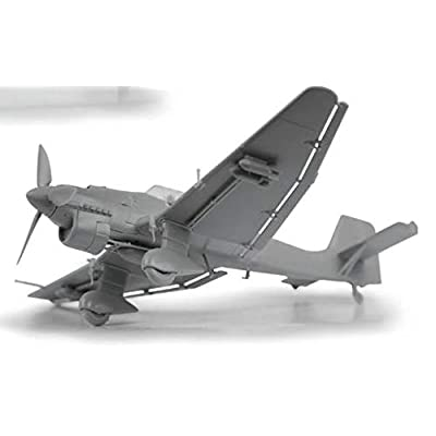 Zvezda JU-87B2 Stuka - German Dive Bomber - 1:72 Scale: Toys & Games