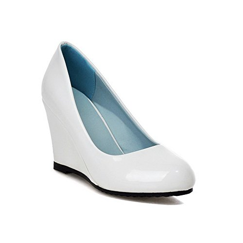 AllhqFashion Womens Round Closed Toe High-Heels Patent Leather Solid Pull-On Pumps-Shoes White Fufjn0A6