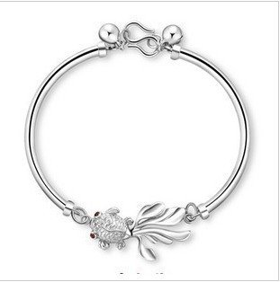 (Women's 925 silver rhodium-plated bangle bracelet goldfish bell bracelet students every year more than money)