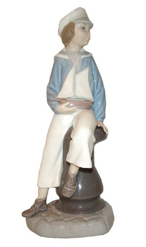Lladro Porcelain Figurine from Spain BOY W/YATCH #4810 Mint Condition-Retired (Figurine Mint Porcelain)