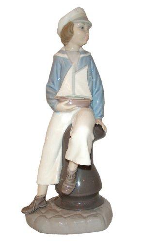 Lladro Porcelain Figurine from Spain BOY W/YATCH #4810 Mint Condition-Retired (Figurine Porcelain Mint)
