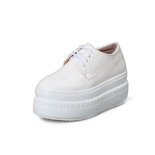AgooLar Damen Schnüren PU Rund Zehe Mittler Absatz Rein Pumps Schuhe Weiß