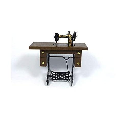 Amazon.es: Dolls House antigua máquina de coser pedal madera/metal 1:12 para casa de muñecas: Juguetes y juegos