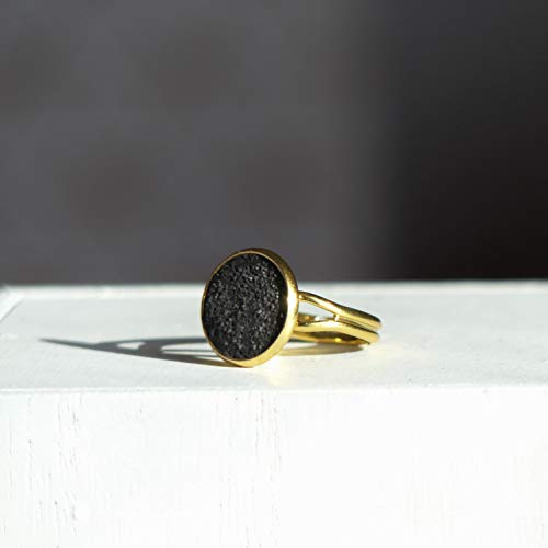 Handcrafted Adjustable Gold Stainless Steel Ring Holding a Concrete Black Round, Solitaire Finger Ring, Dainty Jewels for Women, Mrs Jewelry -