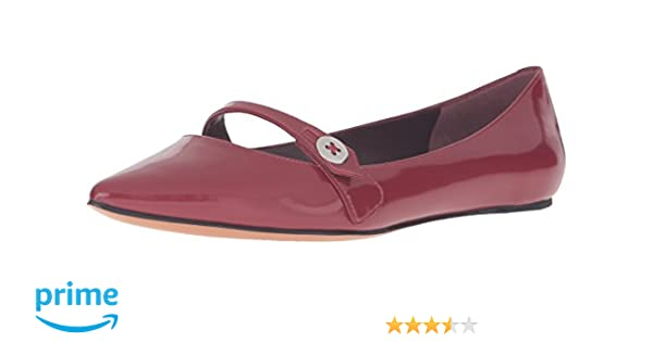 1286a537bb9 Amazon.com  Marc Jacobs Women s Karlie Pointy Button Flat  Shoes